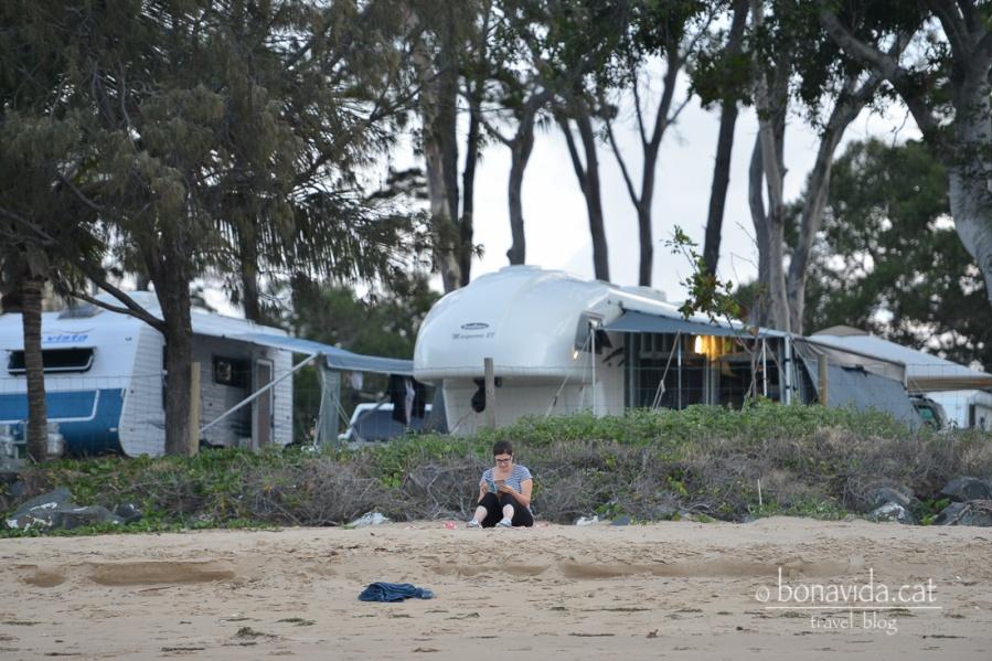 Només acampar anem a relaxar-nos a la platja que tenim just davant