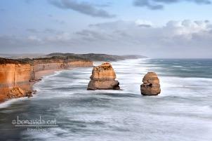 Aquestes grans roques semblen sorgir del mar