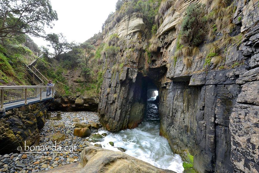 australia remarkable caves cris