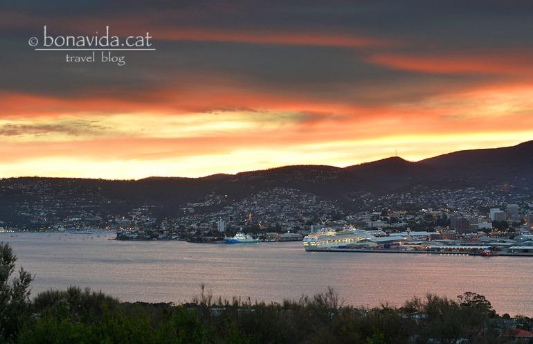 Posta de sol sobre la ciutat de Hobart