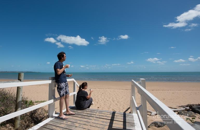 Llevar-se i esmorzar a la platja. Quin luxe!