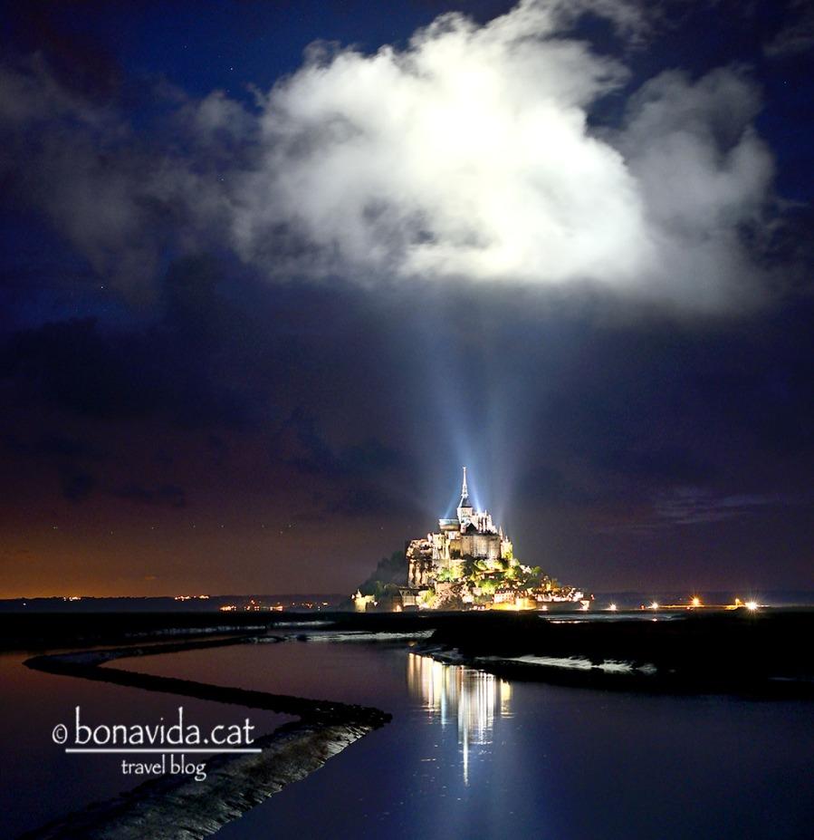 L'espectacular Mont St. Michel a la nit