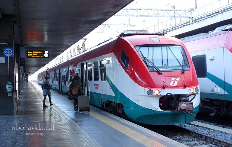Fem servir l'opció del Tren Leonardo Express per arribar de l'aeroport al centre