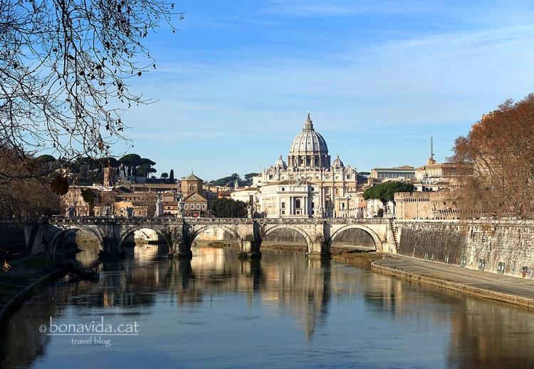 Vistes de la Basílica de Sant Pere des del Pont Sant Angelo