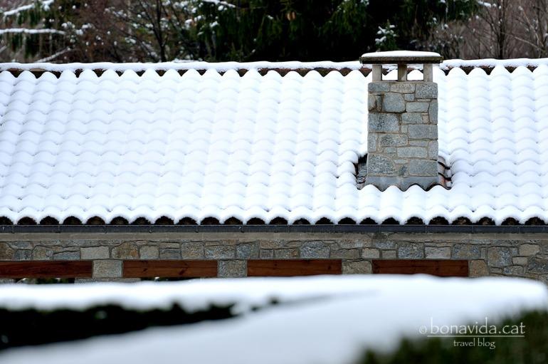 Les teulades queden ben cobertes de neu