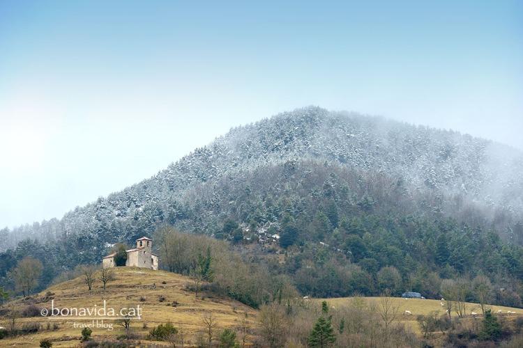 A mida que anem pujant cap al Ripollès, comencem a veure els primers indicis de nevada