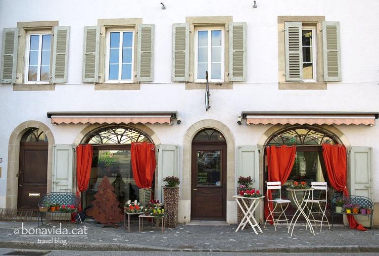 Petits restaurants al poble de Coppet