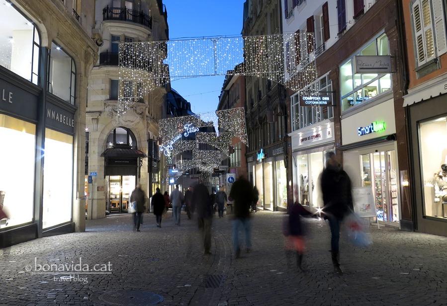 La Rue de Bourg és el principal carrer comercial de Lausanne