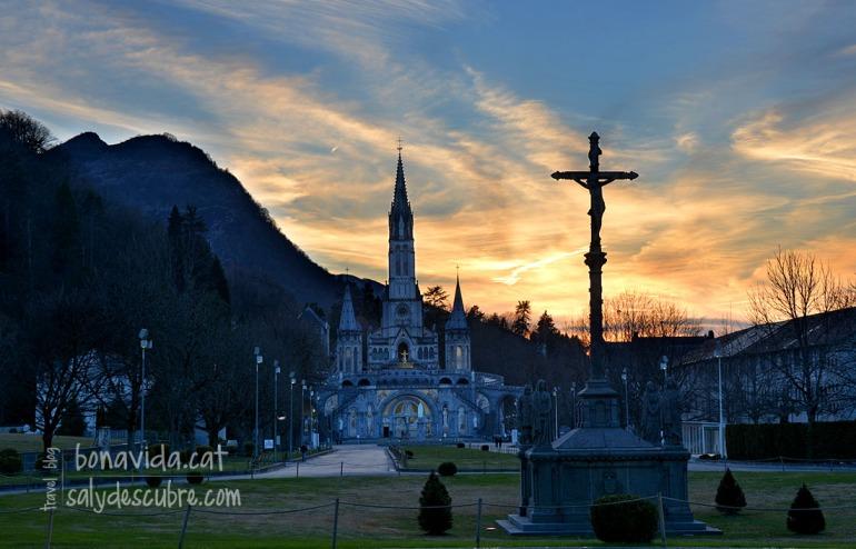 Santuari de Lourdes al capvespre