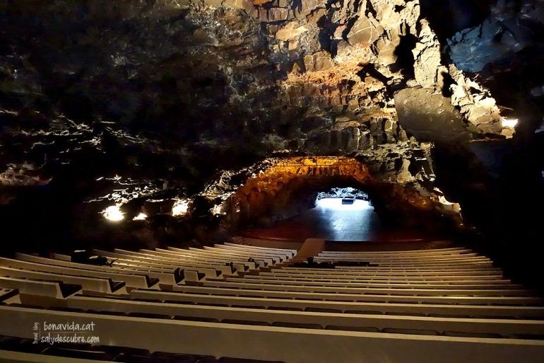 L'auditori sota la gruta