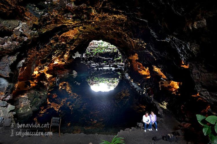 Descansant a la meravellosa cova natural de Jameos del Agua