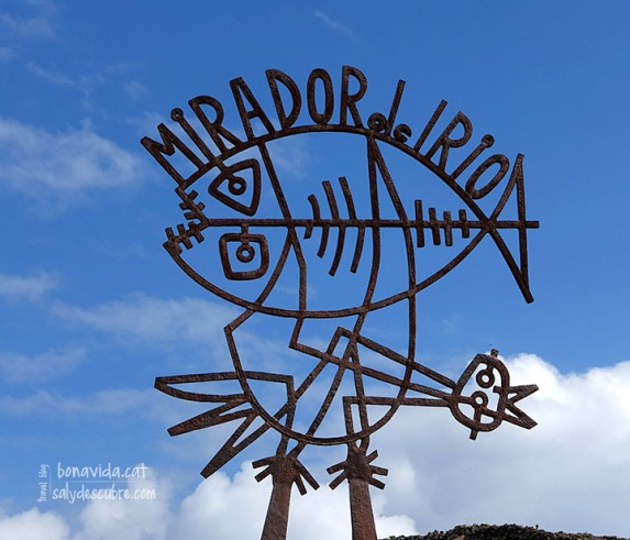 Escultura a l'entrada del Mirador