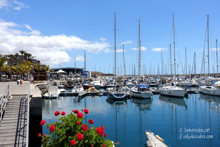 ...modernes com Puerto Calero...