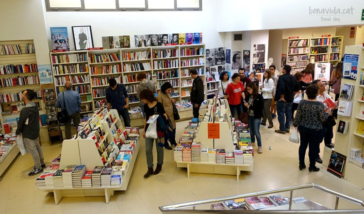 Ambient a l'interior de les llibreries