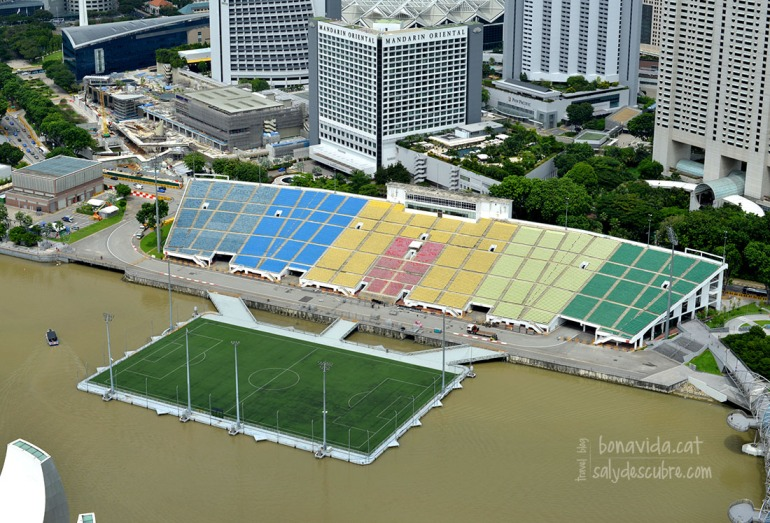 El voltant de l'hotel acull cada any el gran Premi de Formula 1. I fins i tot tenen un camp de futbol sobre l'aigua