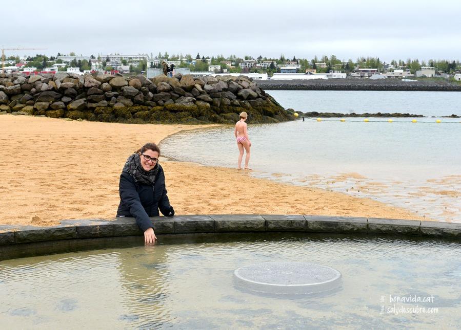Feia fred, i només els valents s'atreveixen a banyar-se al mar