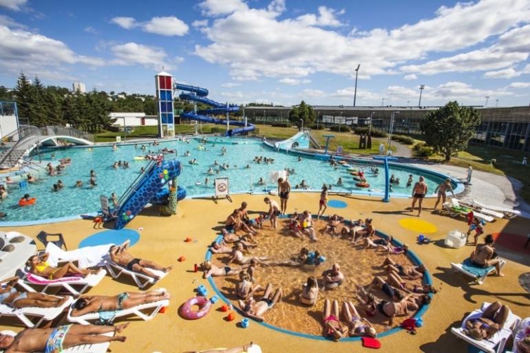 Està prohibidíssim fer fotos a la piscina, però la de la web ens mostra com de bé s'ho passen els islandesos... Foto: Web Laugardalur Pool