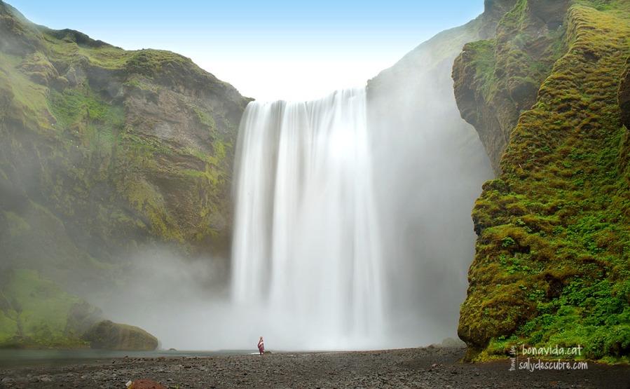 A partir d'aquest punt, apropar-se més a la cascada és sinònim de quedar ben moll...