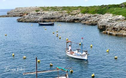 Barques menorquines al pobe de Binibeca