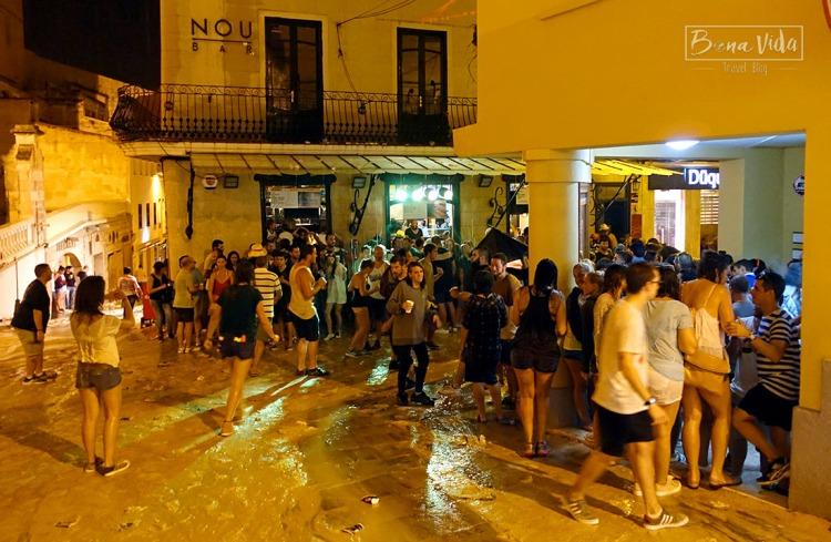 Una de les nits cau un bon xàfec, però la gent té ganes de festa!