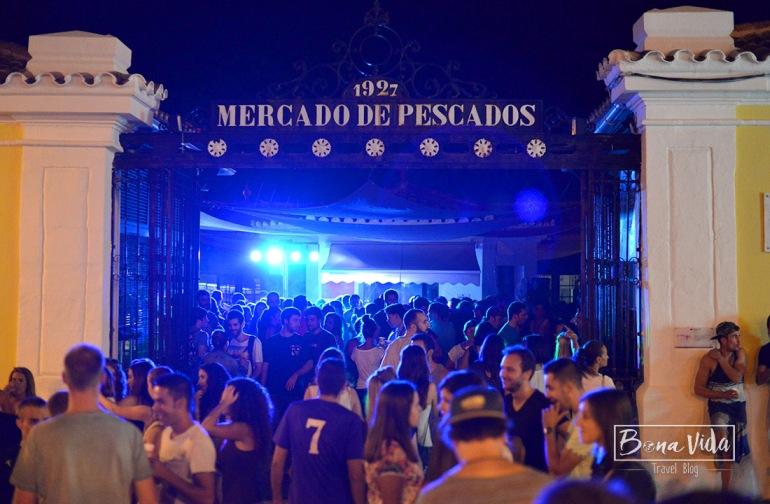 Fins i tot el Mercat es transforma en zona de festa