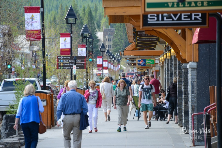 Banff Avenue és la zona comercial