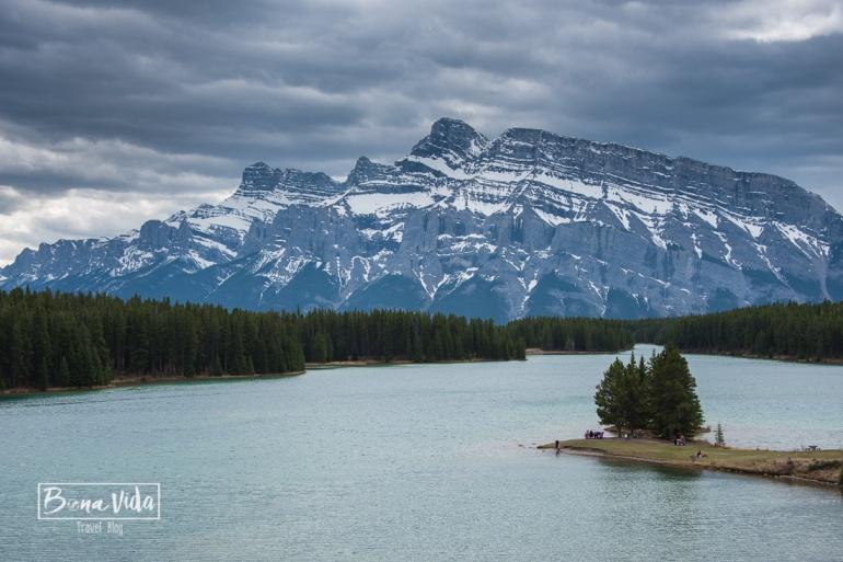 A pocs quilòmetres podem visitar Two Jack Lakes
