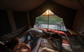 tanzania serengeti nosaltres tenda sunset