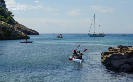 El caiac permet recórrer moltes platges