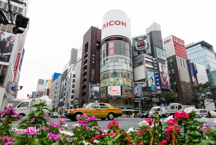 Cruilla de Yon-Chome al barri de Ginza a Tokyo. Edifici San'ai.