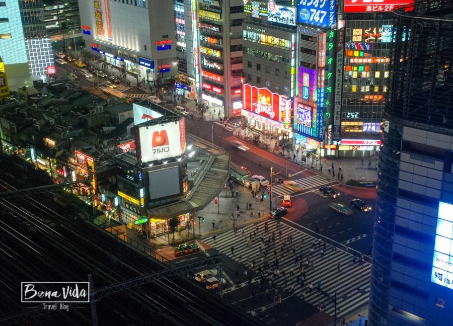 Timelapse de carrer nocturn des de habitació hotel Princes Shinjuku de Tokyo